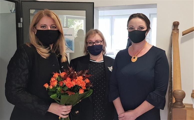 Prezidentka Zuzana Čaputová na návšteve Národnej linky pre ženy zažívajúce násilie